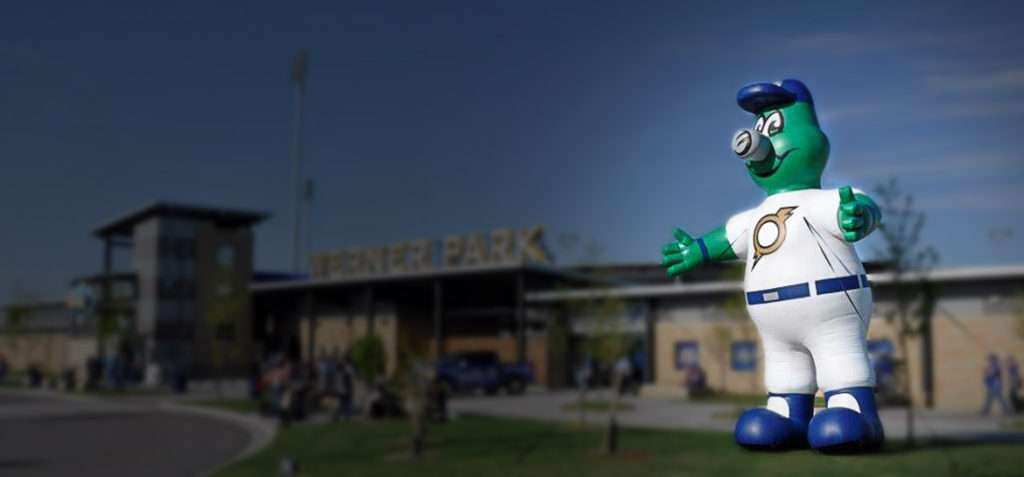 custom-Inflatable-mascot-character-baseball-sports